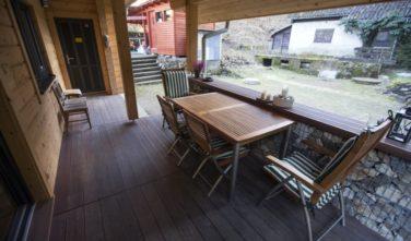 Zastřešená terasa - sruby KONTIO