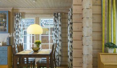 Finské sruby KONTIO - pohled do jídelny