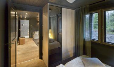 Luxusní srubový dům KONTIO ložnice v přízemí