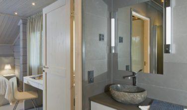 Luxusní srubový dům KONTIO koupelna