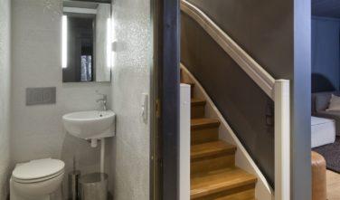 Luxusní srubový dům KONTIO toaleta v přízemí