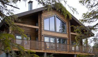 Luxusní srubový dům KONTIO - nechybí v něm krb ani sauna