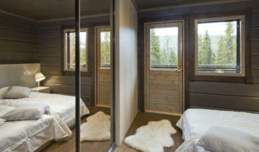 Luxusní srubový dům KONTIO vestavěné skříně