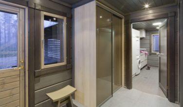 Luxusní srubový dům KONTIO vstup v suterénu