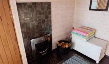 Srubové chaty KONTIO model Nalle-Duo kamna na dřevo v sauně