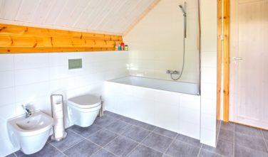 Srubové domy KONTIO - koupelna v podkroví