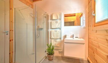 Srubové domy KONTIO - spodní koupelna se saunou KONTIO