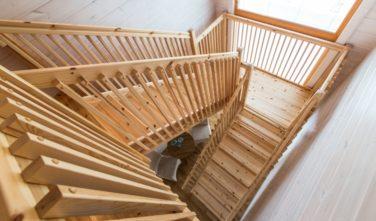 Srubové domy KONTIO - schodiště