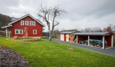 Srubový dům Kontio s garážovým stáním