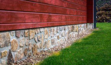 Srubový dům Kontio kamenný obklad soklu 2