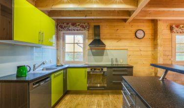 Srubový dům Kontio kuchyň Ikea