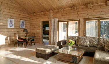 Srubový dům Kontio obývací pokoj
