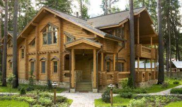 Luxusní srubový dům - dřevostavba z masivu Aster exteriér