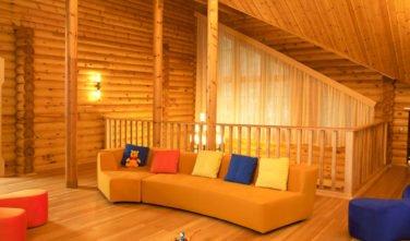 Luxusní srubový dům - dřevostavba z masivu Aster interiér galerie