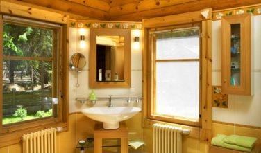 Luxusní srubový dům - dřevostavba z masivu Aster interiér koupelna