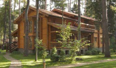 Luxusní srubový dům - dřevostavba z masivu Cassiope exteriér