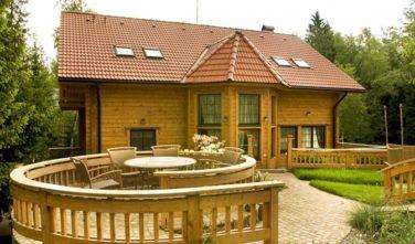 Luxusní srubový dům - dřevostavba z masivu Iiris exteriér