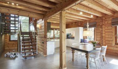Dřevostavby Kontio River House kuchyň a jídelna