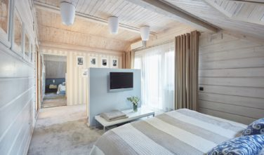 Dřevostavby Kontio River House ložnice