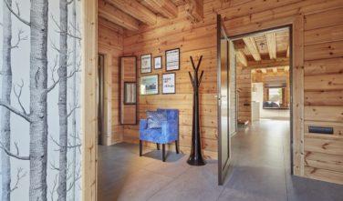 Dřevostavby Kontio River House předsíň