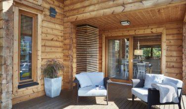 Dřevostavby Kontio River House terasa