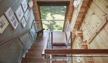 Dřevostavby Kontio River House schodiště