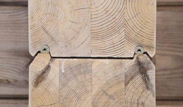 Dřevostavby Kontio bungalov na Moravě detail trámu v interiéru