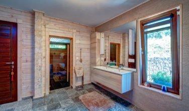 Dřevěný_dům_KONTIO_Morava_koupelna