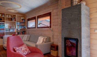 Dřevostavby Kontio bungalov na Moravě obývací pokoj, krb