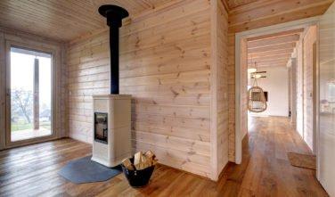 Dřevostavby Kontio srub na Šumavě ložnice, krb