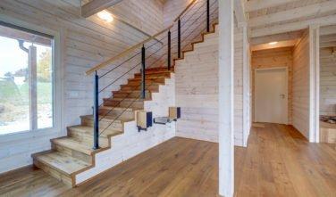 Dřevostavby Kontio srub na Šumavě schodiště