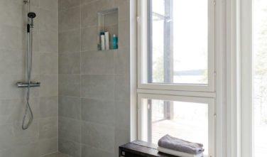 Dřevostavby Kontio Glasshouse 150 koupelna