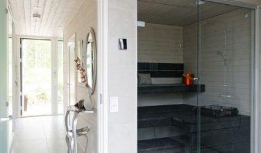 Dřevostavby Kontio Glasshouse 150 předsíň, sauna