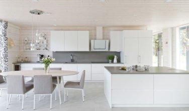 Dřevostavby Kontio Glasshouse 150 kuchyň, jídelna
