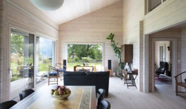 Dřevostavby Kontio SmartLog rodinný dům obývací pokoj