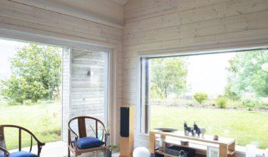 Dřevostavby Kontio rodinný dům SmartLog Švýcarsko Valais obývací pokoj