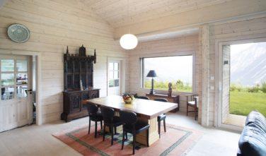 Dřevostavby Kontio rodinný dům SmartLog Švýcarsko Valais obývací pokoj, jídelna