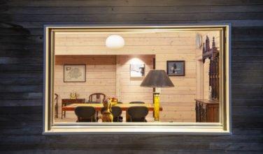 Dřevostavby Kontio rodinný dům SmartLog Švýcarsko Valais okno