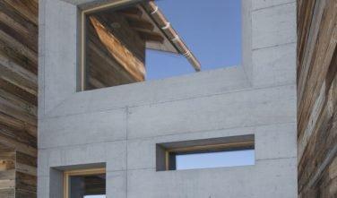 Dřevostavby KONTIO rodinný dům ve Valais betonový předěl