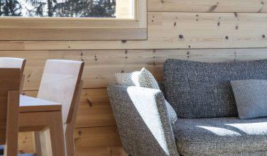 Dřevostavby KONTIO rodinný dům ve Valais interiér detail, lišty