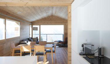 Dřevostavby KONTIO rodinný dům ve Valais jídelna