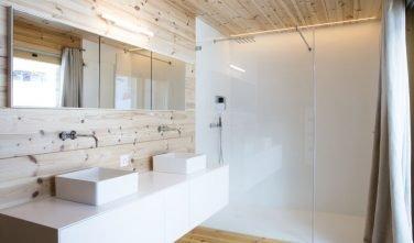 Dřevostavby KONTIO rodinný dům ve Valais koupelna