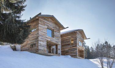 Dřevostavby Kontio dům z trámu SmartLog ve Švýcarsku exteriér