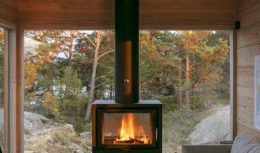 Dřevostavby KONTIO - Projekt Ö - moderní vila na ostrově - obývací pokoj - krb