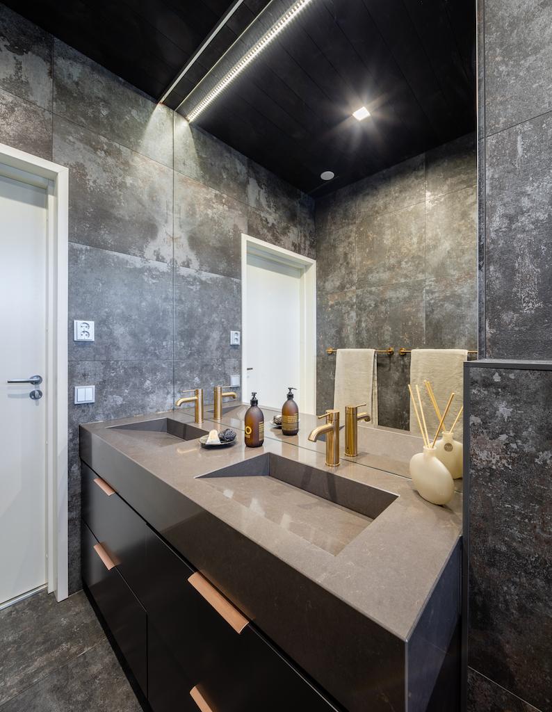 Drevostavby Kontio - rodinný dům Hill House - koupelna