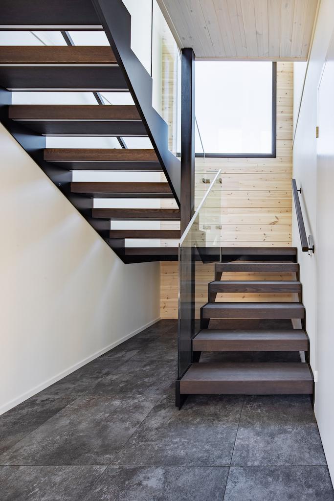 Drevostavby Kontio - rodinný dům Hill House - schodiště