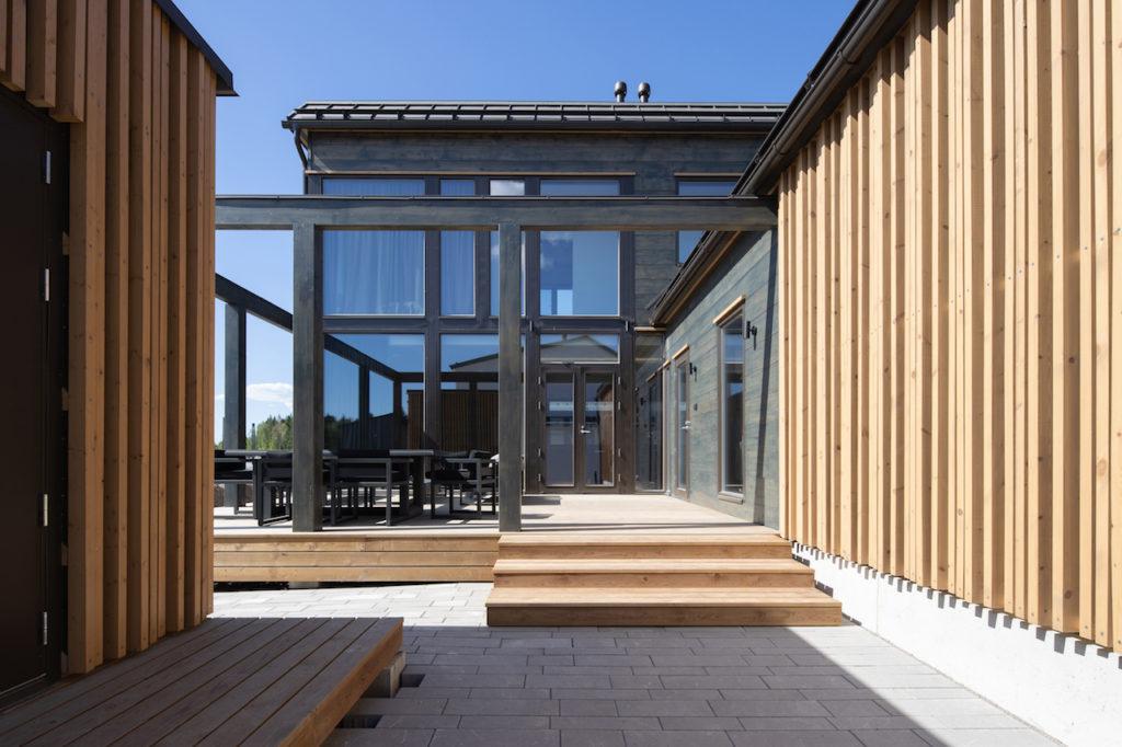 Drevostavby Kontio - rodinný dům Hill House - exteriér - terasa